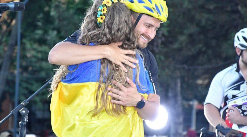 """700 км на велосипеді, концерти на площах і мотивація для всієї України: """"НЕзалежний"""" велотур Олега Собчука набирає обертів"""
